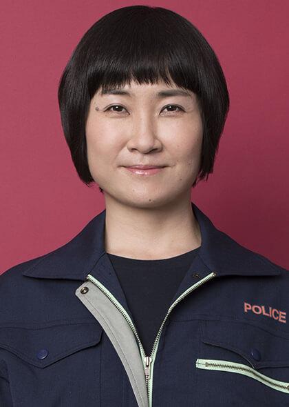 背川葉奈役:猫背椿