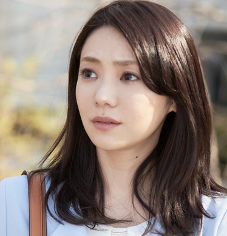 白石 里美役:倉科 カナ